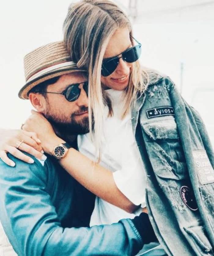 Dani Oțil și Gabriela Prisacariu îmbrățișați.