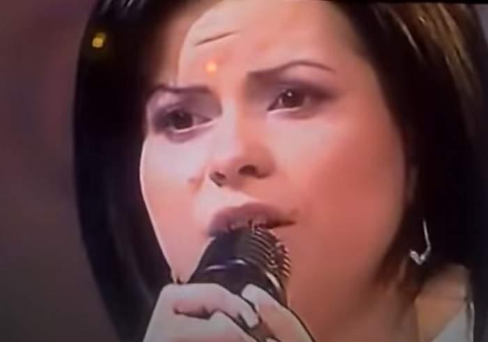 inna canta la microfon