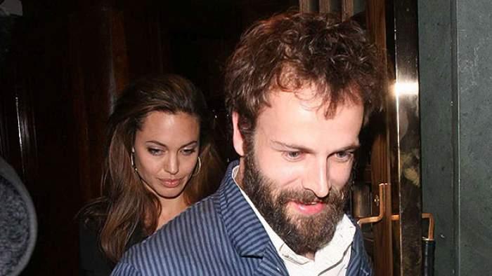 Angelia Jolie, surprinsă acasă la unul dintre foștii iubiți. Cu cine s-a întâlnit celebra actriță în miez de noapte