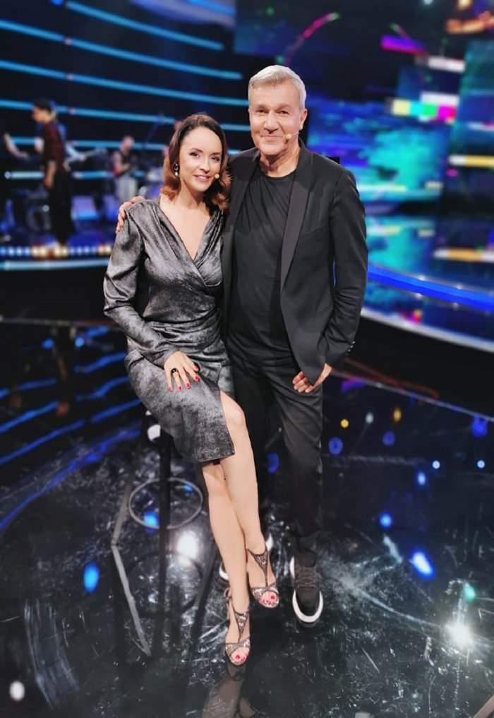 Andreea Marin alături de Dan Bittman, în timpul unei emisiuni TV.
