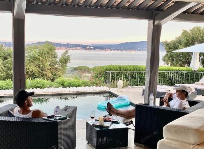 Mihaela Rădulescu se bucură de vacanță împreună cu iubitul său, Felix, și fiul Ayan. Ce destinație de lux a ales vedeta / FOTO