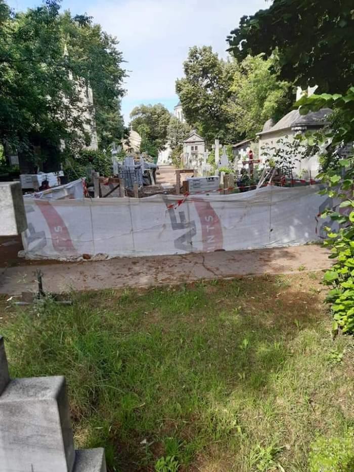 Fostul ministru Adriean Videanu își construiește o vilă cu 14 locuri în cimitirul Bellu. Oamenii din zonă sunt nemulțumiți / FOTO