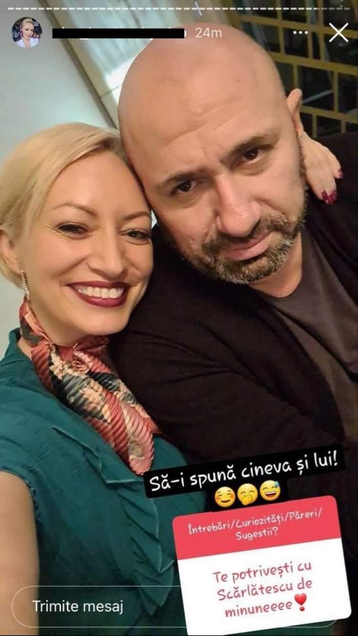 Nicoleta Pop și Cătălin Scărlătescu într-un selfie în care zâmbesc. Ea poartă bluză verde, iar el bluză maro.