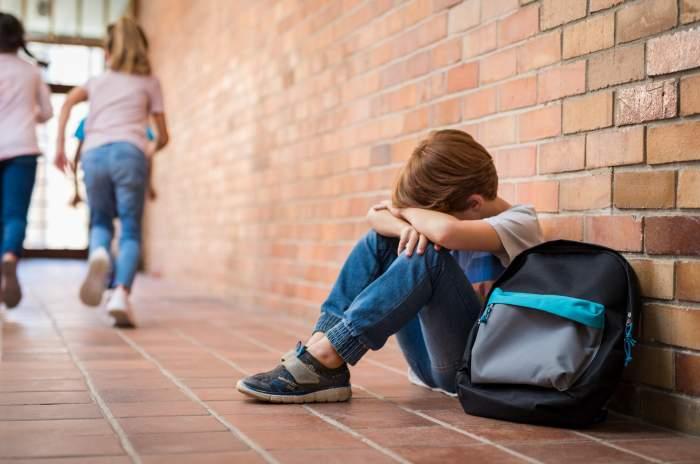 Un elev din Hunedoara, bătut de un profesor. În acele momente, dascălul susținea o acțiune de prevenire a violenței în școli