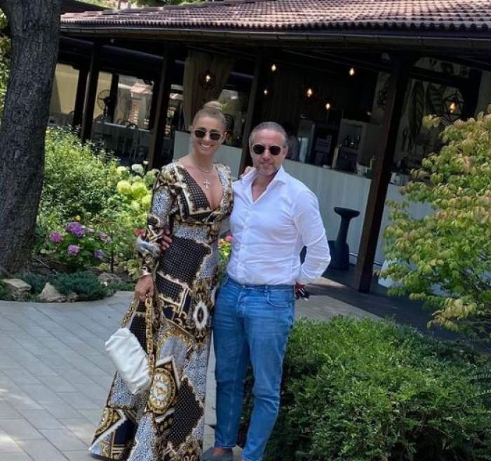 Anamaria Prodan și Laurențiu Reghecampf la un restaurant.