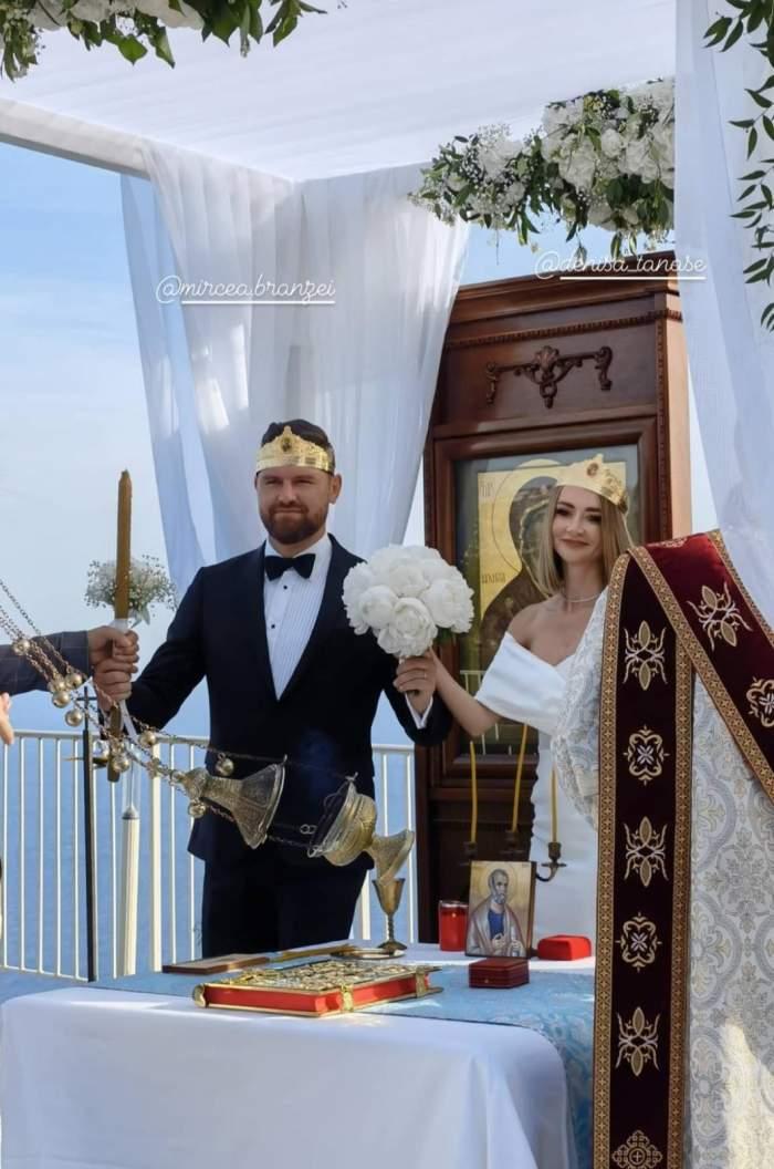 denisa tanase cu sotul ei in fata altarului