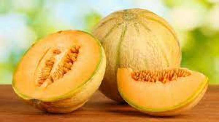 Pepenele galben îngrașă? Câte calorii și ce beneficii are acest fruct