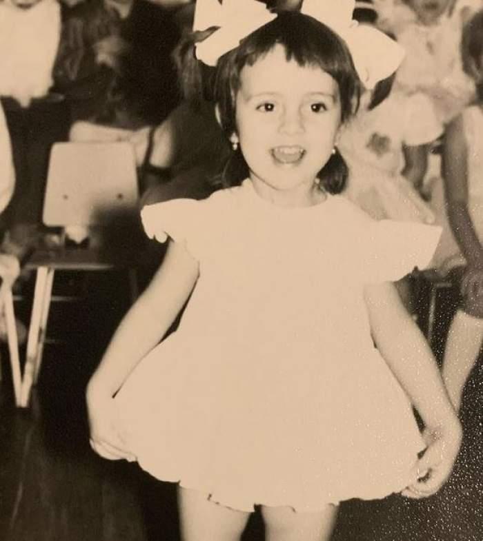 Simona Gherghe, fotografii rare din copilărie. Cum arăta prezentatoarea emisiunii Mireasa când era mică și cât de mult s-a schimbat / GALERIE FOTO