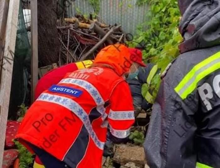 Ploile torențiale fac prăpăd din nou. O femeie din Galați a fost prinsă sub dărâmături