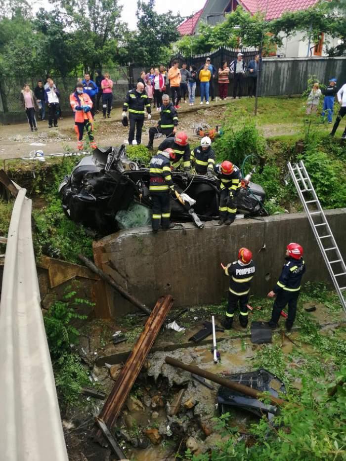 Accident tragic în Bacău din cauza vremii! Doi oameni au murit după ce s-au răsturnat cu mașina într-o râpă
