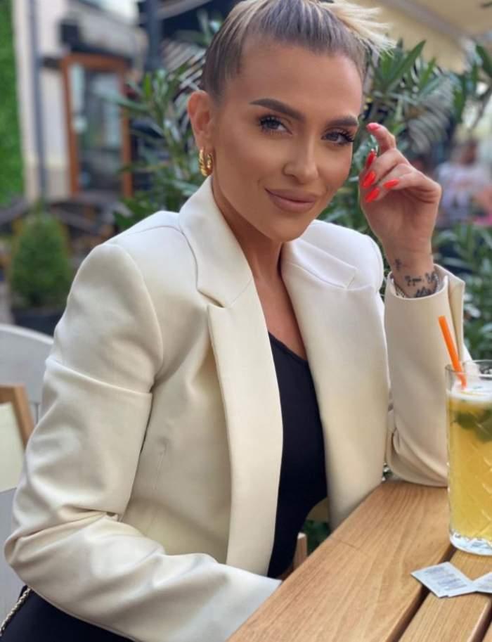 """Oana Radu își șochează fanii, după ce a slăbit considerabil. Internauții o acuză că și-ar fi tăiat stomacul: """"Nu muncea ea atât"""" / FOTO"""