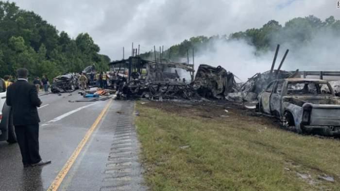 mașinile distruse în accidentul din Alabama