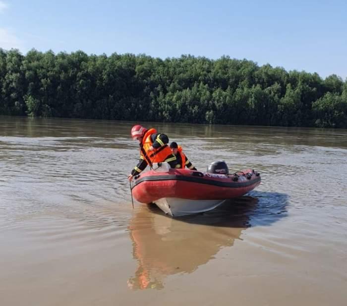 echipaj de scafandri pe Dunăre