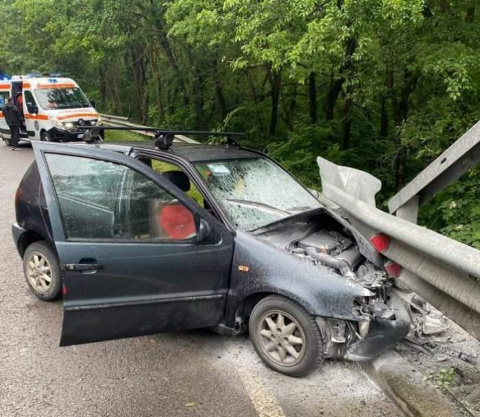 Două mașini s-au lovit frontal după ce un șofer s-a urcat la volan sub influența băuturilor alcoolice și cu permisul suspendat