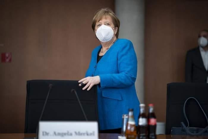 Cancelarul german, Angela Merkel, a fost imunizată cu seruri diferite. Prima doză a fost AstraZencea, însă la rapel i-a fost administrată o doză de Moderna