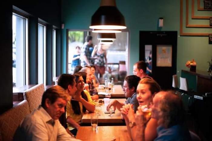 restaurant cu oameni