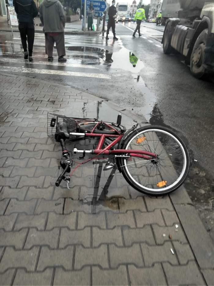 Accident tragic în București. Un biciclist a fost ucis de un TIR pe trecerea de pietoni