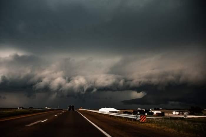 Anunț ANM! Furtunile care au devastat Europa ajung și în România. Prognoza meteo pentru weekend