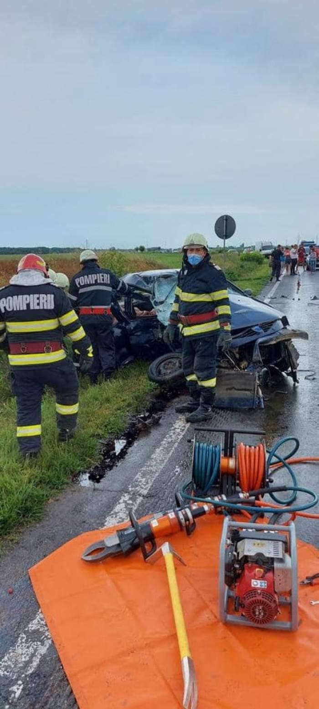 Soț și soție, morți într-un grav accident în Ialomița, în această dimineață. Mașina lor s-a izbit violent de o autoutilitară