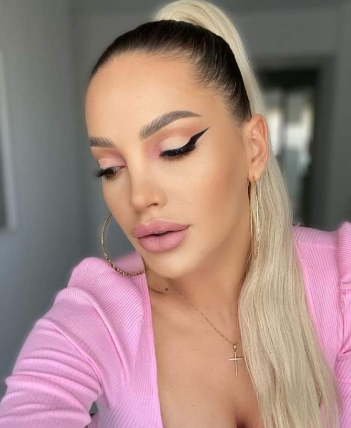 iulia salagean in bluza roz