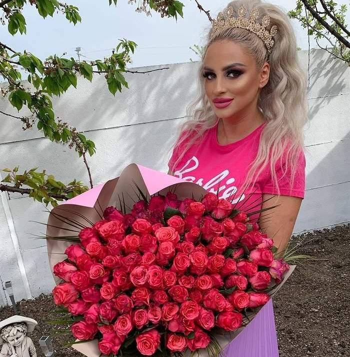 sanziana buruiana cu multi trandafiri