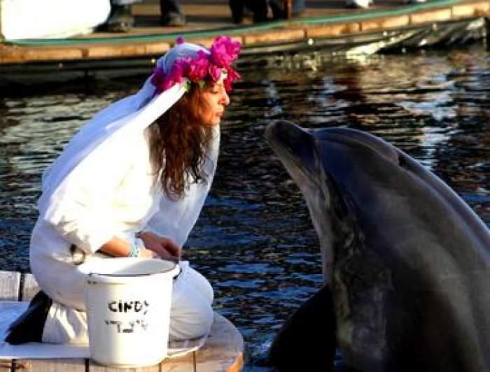 """Momente tragice pentru milionara care s-a măritat cu un delfin. """"Soțul"""" ei a murit. """"Nu mă voi recăsători vreodată"""""""