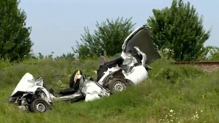 Accident mortal pe o calea ferată din Ilfov. Un șofer a murit, după ce mașina a fost lovită de tren