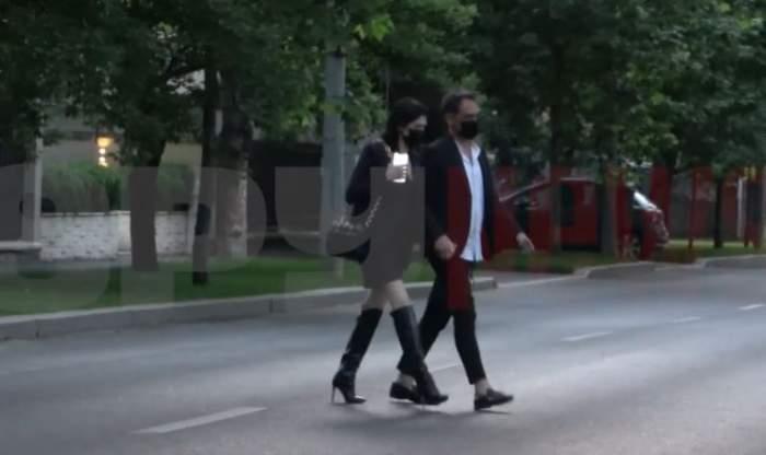 Daliana Răducan și Răzvan Simion de mână.