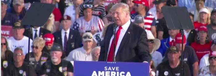 """Donald Trump, revenire în forță, în fața fanilor, deși nu mai are acces pe rețelele de socializare: """"V-a fost dor de mine?"""" / FOTO"""