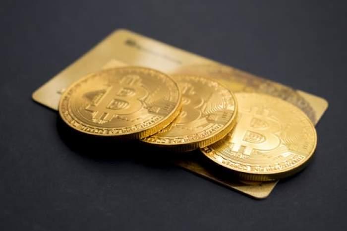 bitcoini pe un card bancar