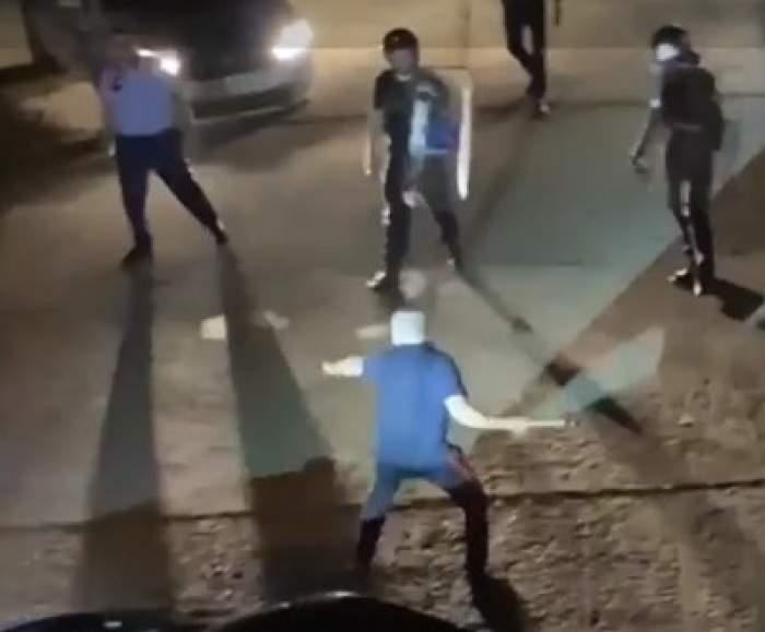 Polițiști atacați cu topoare la Bârlad. Un bărbat beat a pierdut controlul la apariția forțelor de ordine / VIDEO