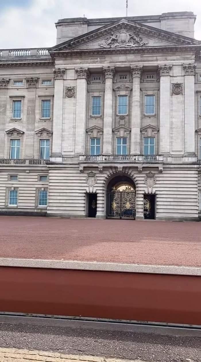 """Un român susține că este fiul nelegitim al prințului Charles. Bărbatul s-a dus la Palatul Buckingham: """"Father, Papa, help!"""" / VIDEO"""
