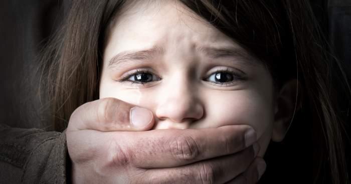 """Mama care și-a """"vândut"""" fiica unui pedofil italian este condamnată la 14 ani de închisoare. """"A îndemnat-o să fie exploatată"""""""