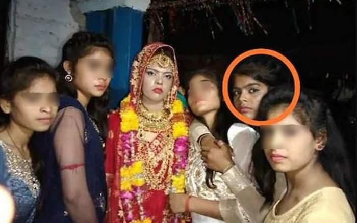 Surbhi alături de surorile ei.