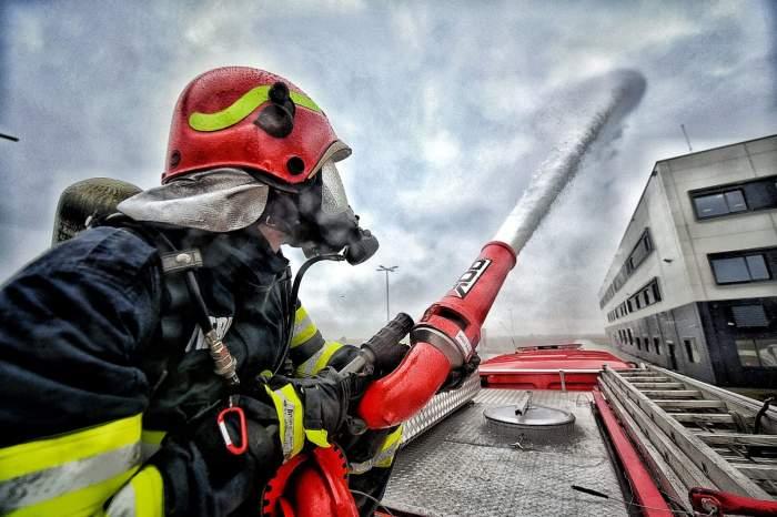 Incendiu de proporții la o fabrică de frigidere de lângă Timișoara. Valul de dezastre din țară este unul fără precent