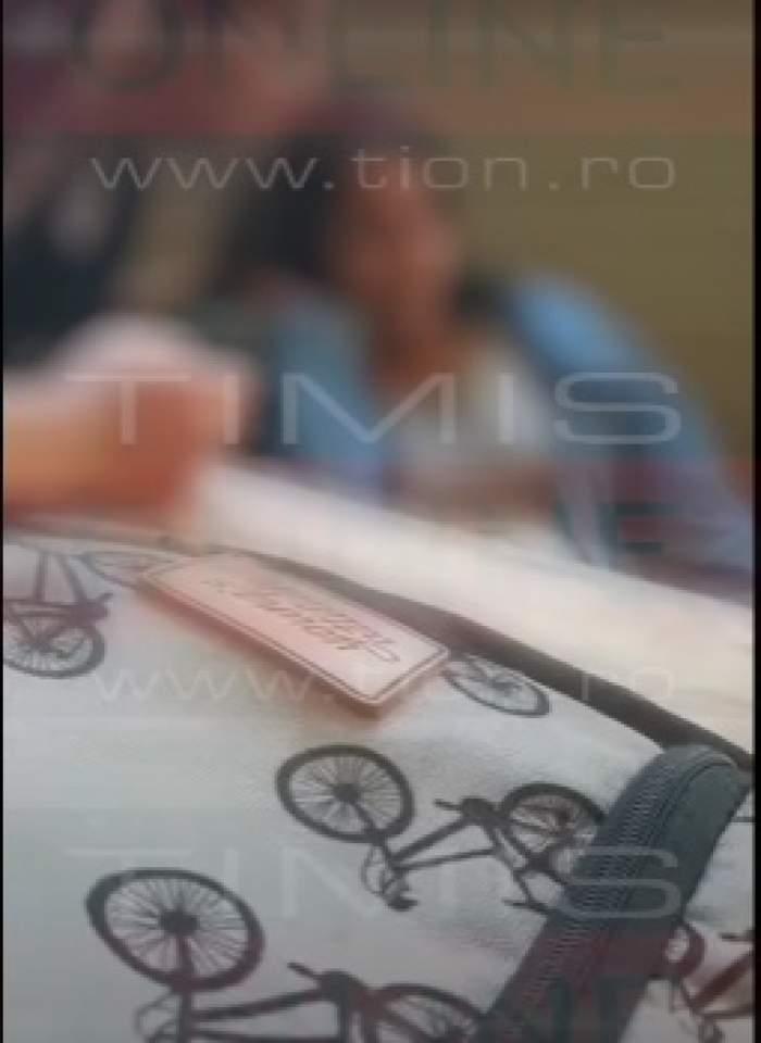Adolescentă cu nevoi speciale, chinuită de colegii de clasă. Elevii liceului din Timișoara au filmat întreaga scenă / FOTO