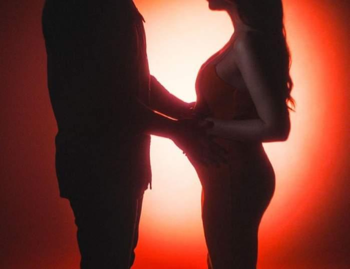 """Este oficial! Nicole Cherry este însărcinată! Artista a postat prima imagine cu burtica de gravidă: """"Te iubim, mami și tati"""" / FOTO"""