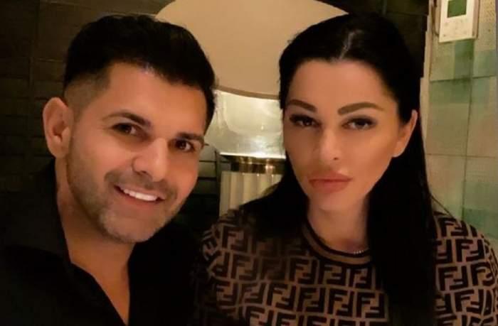 Brigitte și Florin Pastramă sunt la restaurant. El poartă o cămașă neagră, iar ea un pulover în nuanțe de maro și negru.