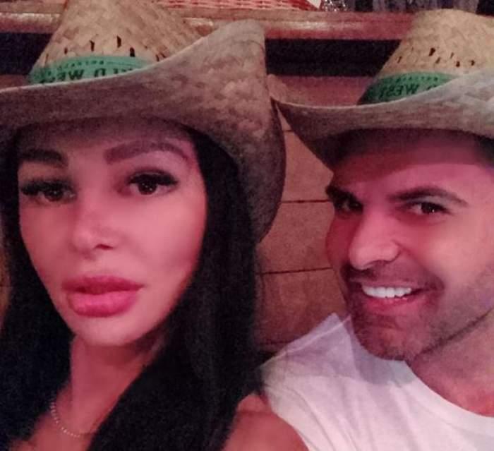 Brigitte și Florin Pastramă cu pălării de paie pe cap.