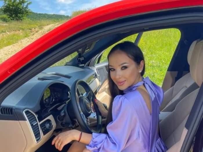Vlăduța Lupău într-o mașină