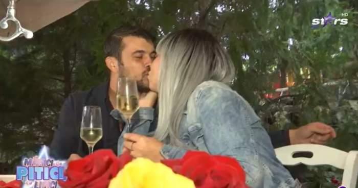 Oana Roman și Marius Elisei sărutându-se la cină