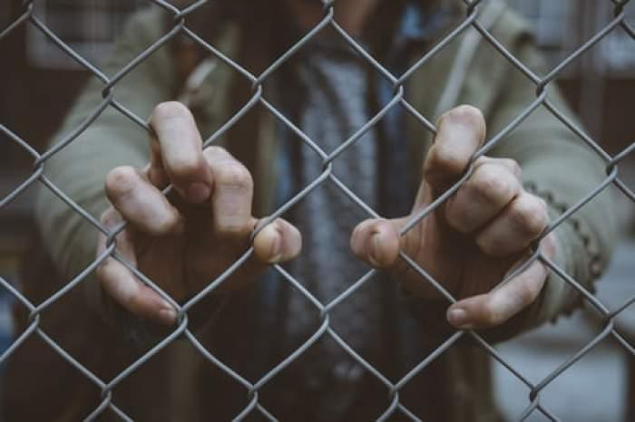 Fost polițist din Cluj, condamnat pentru trafic de droguri, declarat nevinovat la 14 ani de la ispășirea pedepsei