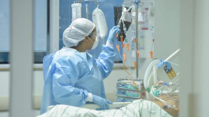 Caz șocant în Belgia! O femeie a decedat după ce a fost infectată simultan cu două tulpini Covid-19