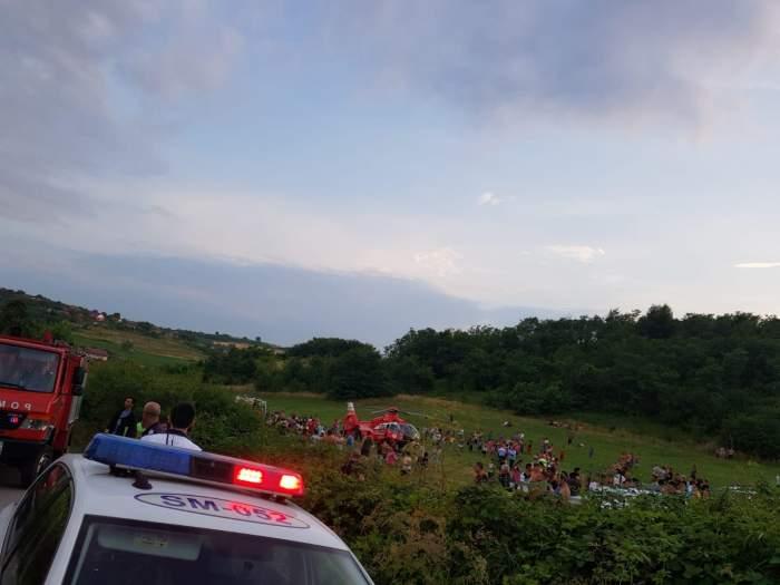 Tragedie în Satu Mare! Un copil de numai un an a murit, după ce maşina în care se afla cu părinţii săi s-a răsturnat