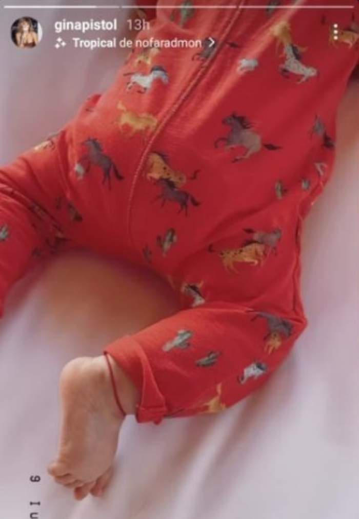 Ce au observat internauții la piciorul fetiței Ginei Pistol și a lui Smiley. Chiar prezentatoarea Chefi la cuțite a făcut publice imaginile / FOTO