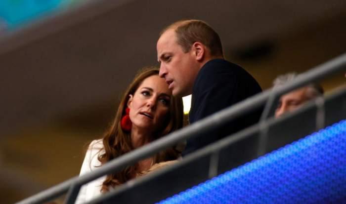 Kate Middleton a atras toate privirile cu cerceii purtați la EURO 2020. Cât au costat accesoriile purtate de Ducesă