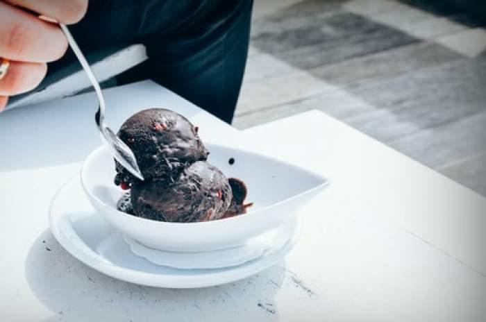 Rețeta de înghețată cu ciocolată a lui chef Adi Hădean. O variantă mai sănătoasă și mai deliciosă decât cea din comerț