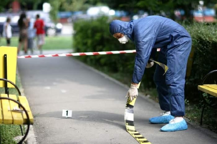 Crimă îngrozitoare în Timișoara. Un tânăr a aruncat cu benzină pe o vecină și i-a dat foc. Femeia a ieșit în flăcări la ieșirea din bloc