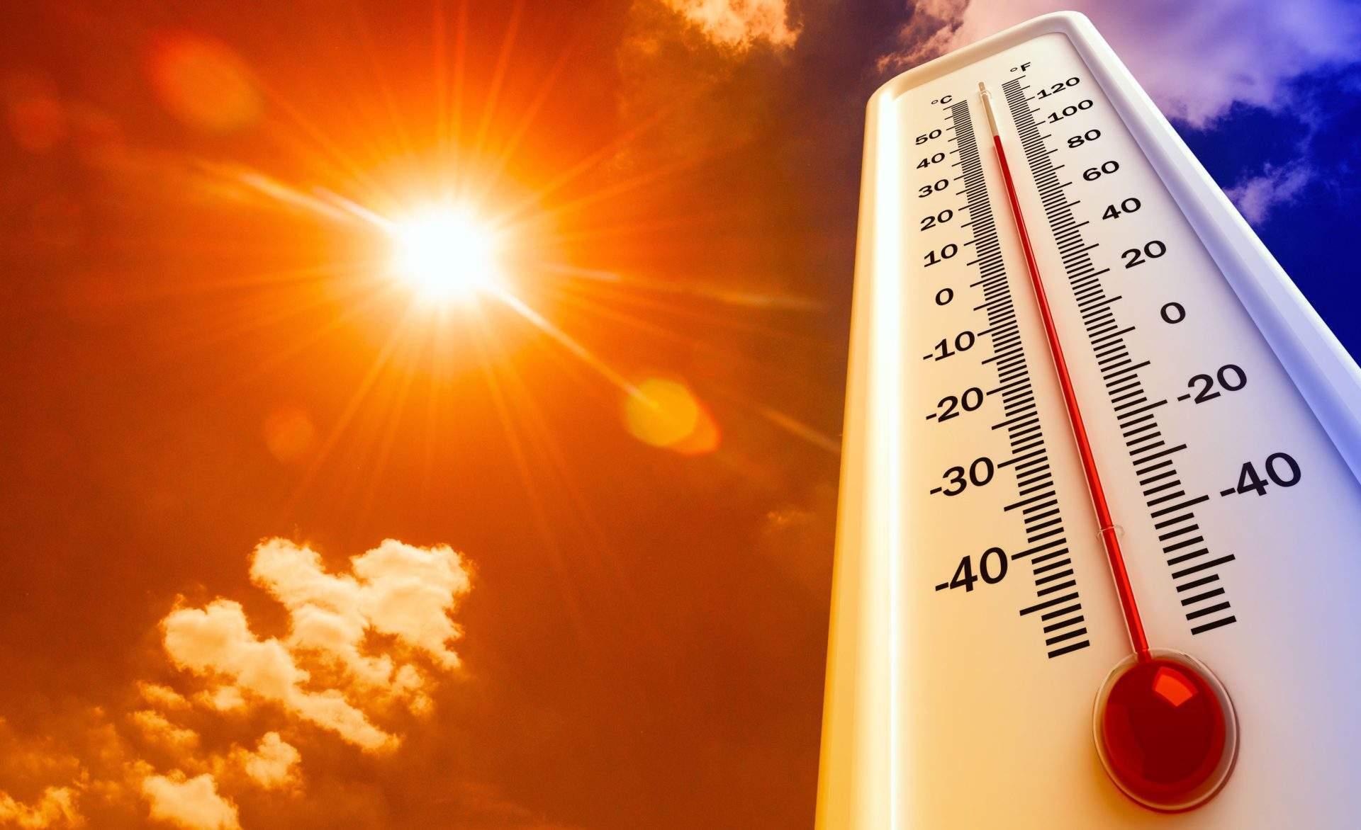 Un termometru și un cer însorit