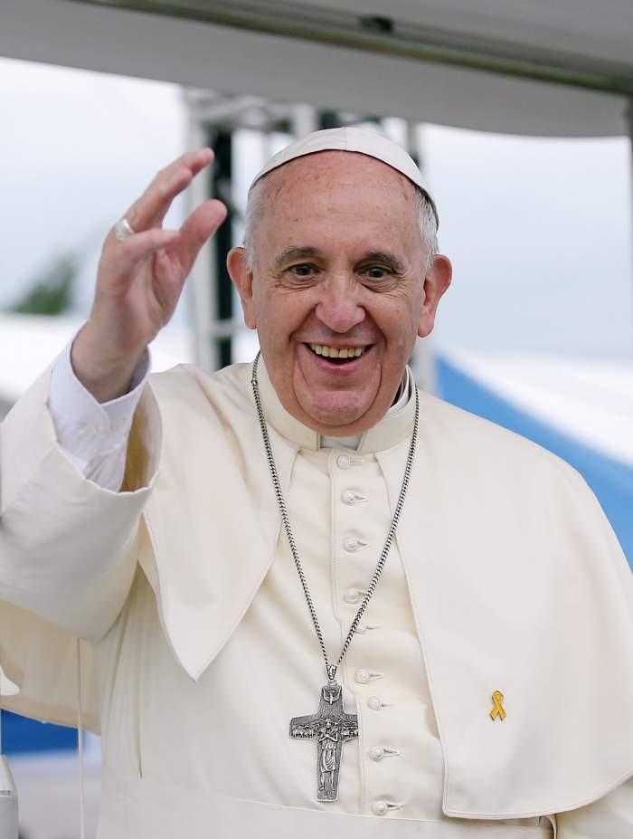 Papa Francisc a fost externat. Cum se simte Suveranul Pontif, după operația suferită